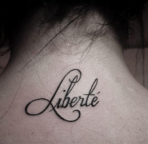 Tatouage Femme Symbole Liberté