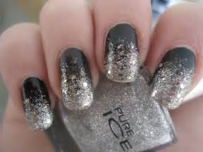 Fashionable black and silver nails design