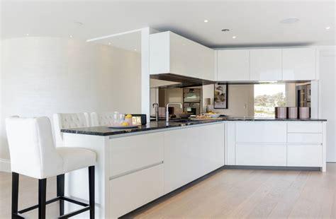 eleven contemporary kitchen những mẫu tủ bếp m 224 u trắng đẹp nhất d 224 nh cho penthouses 3551