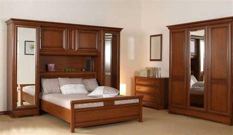 armoire de chambre coucher chambre a coucher en bois massif 10 armoire id es de
