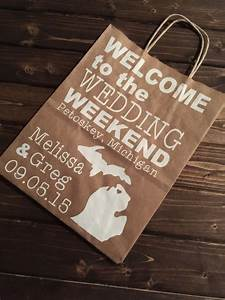 Welcome bags baskets boxes cards for wedding guests for Wedding guest hotel gift bag ideas