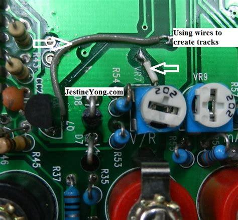 circuito quemado circuito quemado primer plano de la computadora placa emerson lc em f se