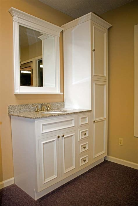 Built In Vanity Cabinets For Bathrooms by Best 25 Linen Cabinet In Bathroom Ideas On
