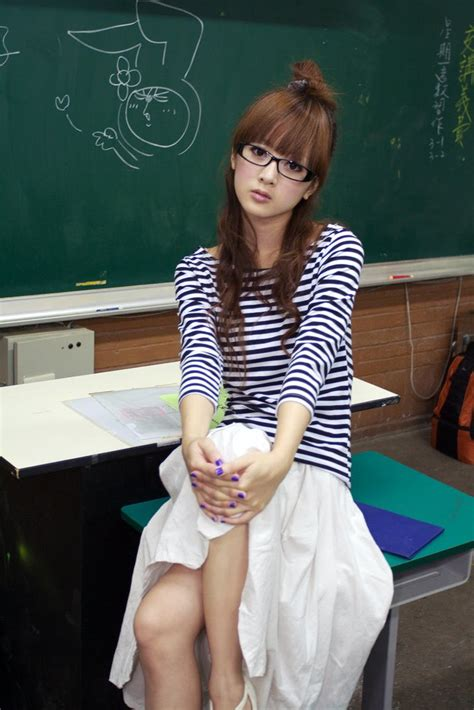 Hot Asian Girls Wearing Glasses Pics Justglamgirls