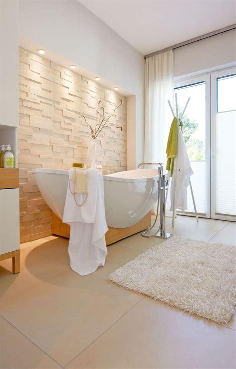 Freistehende Badewanne Die Moderne Badeinrichtungbadezimmer Mit Natursteinwand 2 by Die Besten 25 Steinwand Wohnzimmer Ideen Auf