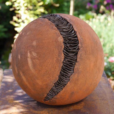 keramik kunst für den garten dekokugeln f 252 r den garten keramik kunst