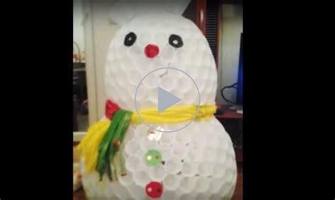 come fare un pupazzo di neve con bicchieri di plastica idee riciclo come fare un pupazzo di neve con i bicchieri