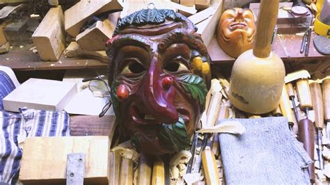 Fasnet So Entstehen Die Narrenmasken In Mettenberg Youtube