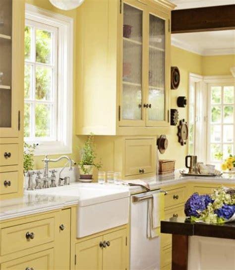 cocina  gabinetes  paredes amarillas fabulosos