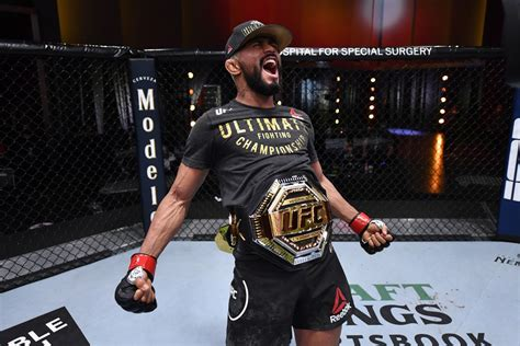 UFC 255 results: Final fight stats for Deiveson Figueiredo ...