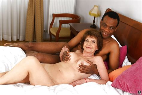Leggy Granny Katala Giving Bbc Oral Sex Before Fucking Of