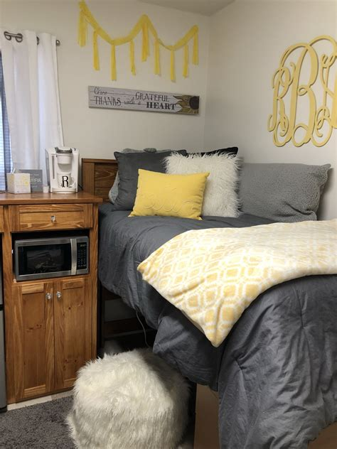 Room Decor Ideas Yellow And Gray by Yellow Gray And White Room Ideas College In