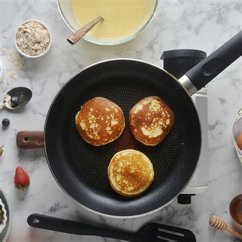 cook    stick frying pan