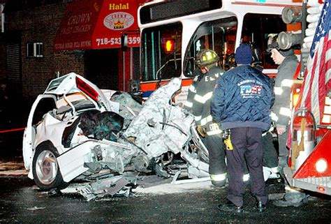 Queens bus crash leaves two dead - New York Daily News