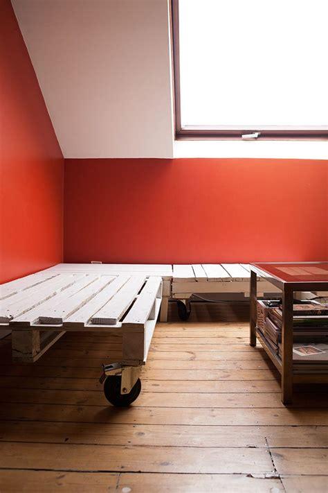 fabriquer un canape les 25 meilleures idées de la catégorie canapé palette sur