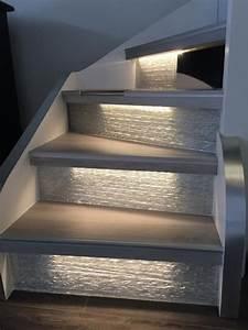 Contre Marche Deco : clairer un escalier avec des led 5 id es faciles et tendance entr e escalier bois ~ Dallasstarsshop.com Idées de Décoration