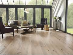 Light Wood Floor Living Room by High Ceiling Modern Open Living Room Design With Best Vinyl Wood Plank Floori