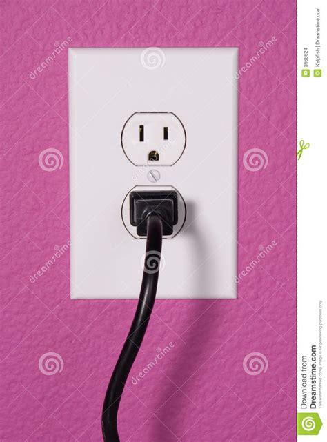 changer une prise telephonique murale une prise murale de 110 volts images stock image 3968624