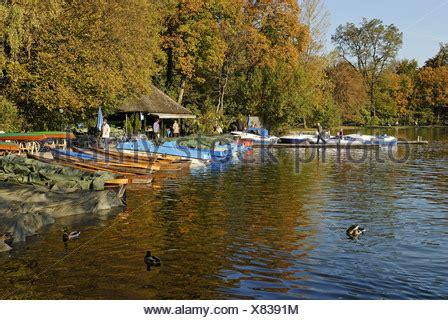 englischer garten münchen bootsverleih m 252 nchen vermietung tretboote am kleinhesseloher see see
