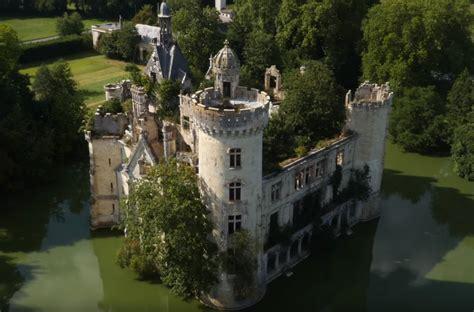video filme par  drone  superbe chateau abandonne