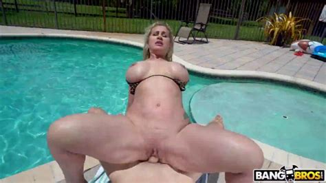 Bigtitcreampie Ryan Conner Gets A Creampie By The Pool