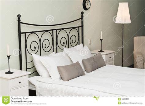Geschmiedetes Bett Mit Kissen Stockbild