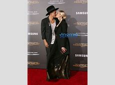 Evan Ross Kisses Wife Ashlee Simpson At Hunger Games