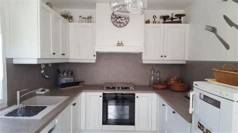 cuisine en blanc pose d 39 une cuisine moderne en bois blanc à peypin pose