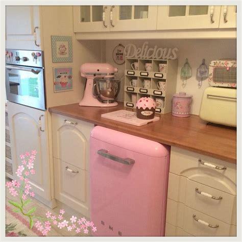 pink vintage kitchen accessories best 25 pink kitchens ideas on pink kitchen 4238