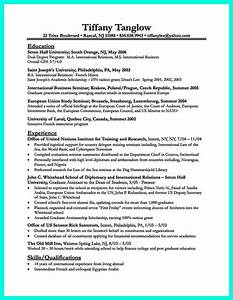 best college student resume example to get job instantly With best resume to get a job