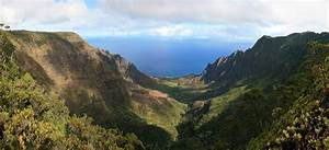File:Kalalau Valley viewed from the Na Pali Kona Forest ...