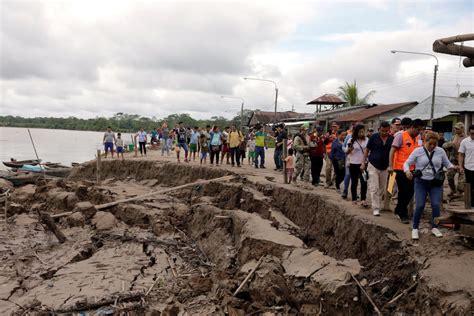 peru earthquake leaves  dead   injured