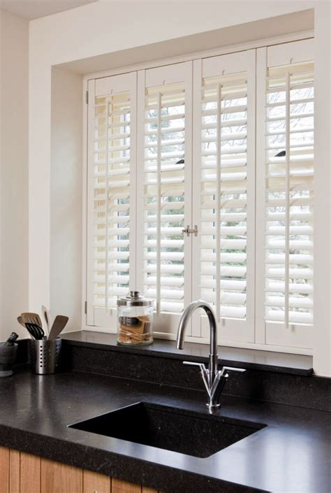 3 Kitchen Window Treatment Types And 23 Ideas   Shelterness