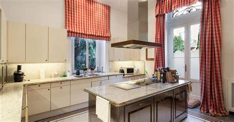 pictures of small kitchen islands rustykalna kuchnia z wyspą 7487