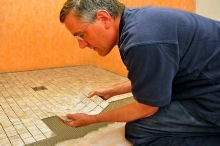 come si piastrella come mettere le mattonelle in bagno piastrelle