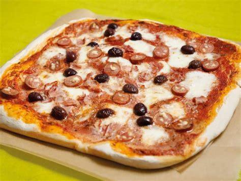 Pica me Proshutë dhe Ullinj - Receta Kuzhine