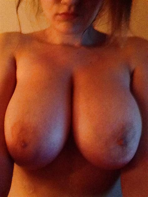 Busty Babe In Nude Selfies Pics XHamster