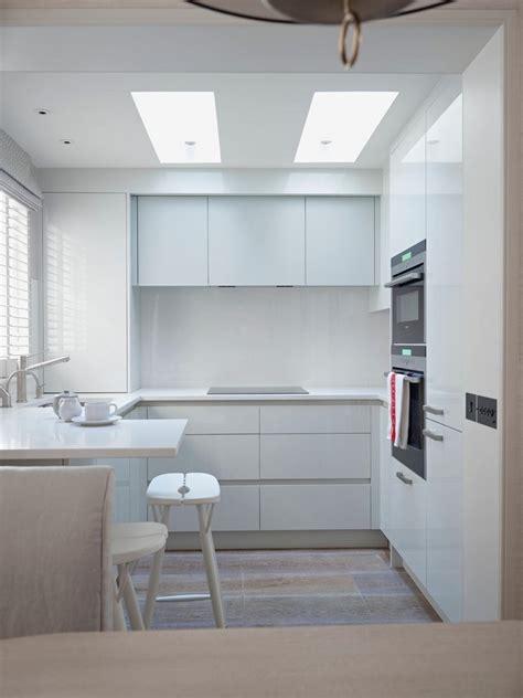 Kleine Küche In Pur Weiß Mit Uform  Kleine Küchen