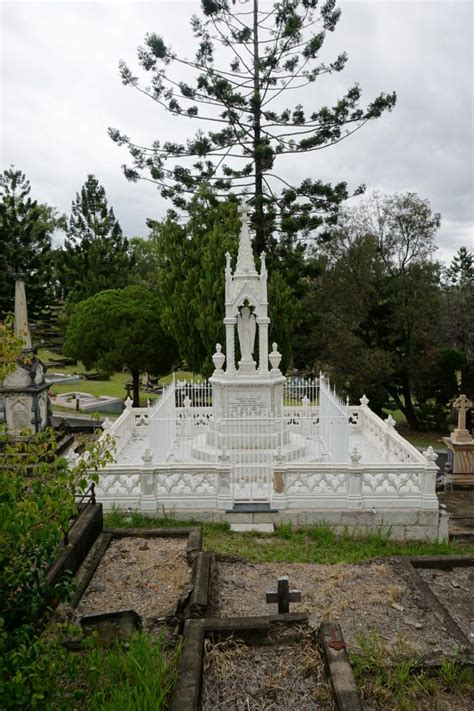 toowong cemetery environment land  water