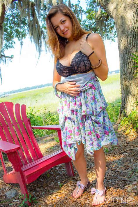 Hot Amateur Tessa Fowler Disrobing Outdoors To Tan Her Big Tits In The Yard