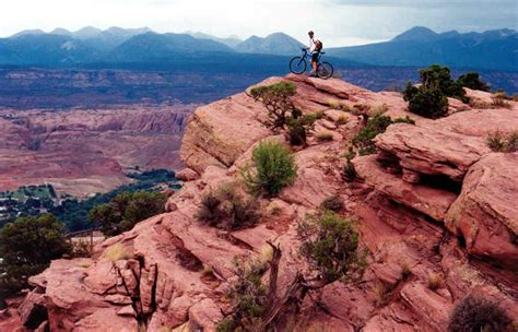 Mountain Biking Utah on the Moab Rim Trail