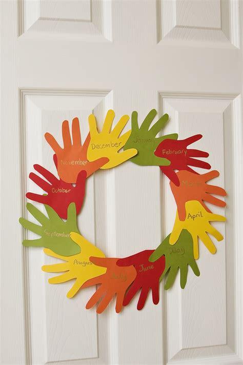 handprint wreath  preschool toolbox blog