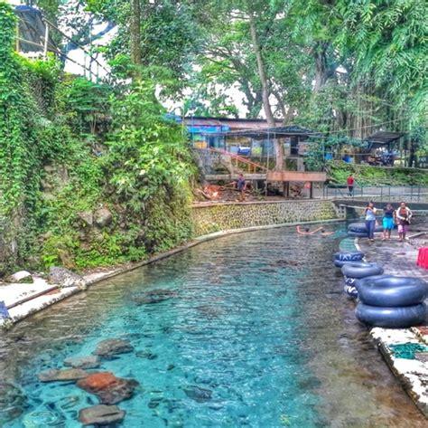 kolam renang  indonesia  punya desain unik lho