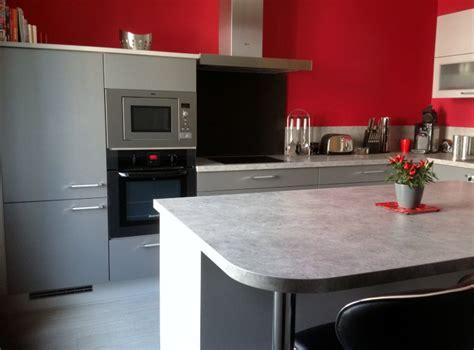 mur cuisine framboise décorer les murs de ma cuisine grise et emilie028