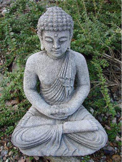 lava buddha steinfigur fuer den garten