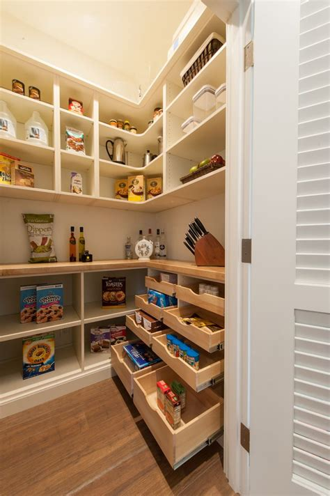 walk in kitchen pantry design ideas 25 best ideas about walk in pantry on 9585