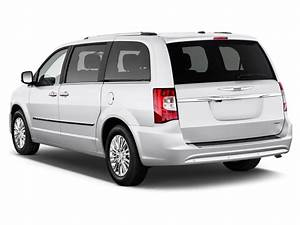 Image: 2016 Chrysler Town & Country 4-door Wagon Limited
