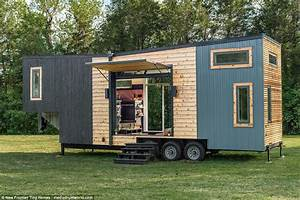 Tiny House Mobil : tennessee firm squeezes two bed house into 28ft trailer daily mail online ~ Orissabook.com Haus und Dekorationen