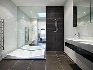 Idee deco salle de bain moderne soin en image for Salle de bain design avec plaque décorative plafond