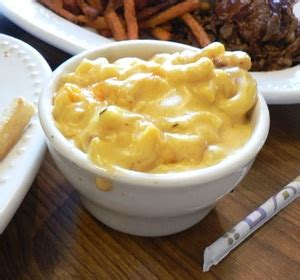 There are two schools of thought about macaroni and cheese: Baked Macaroni and Cheese with Sour Cream Recipe by Southern.Crockpot | ifood.tv